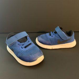 Nike toddler sneaker size 7